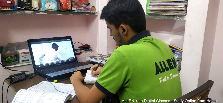 students during lockdown allen online class